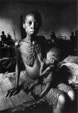 starving mother feeding baby don mccullin photo black and white